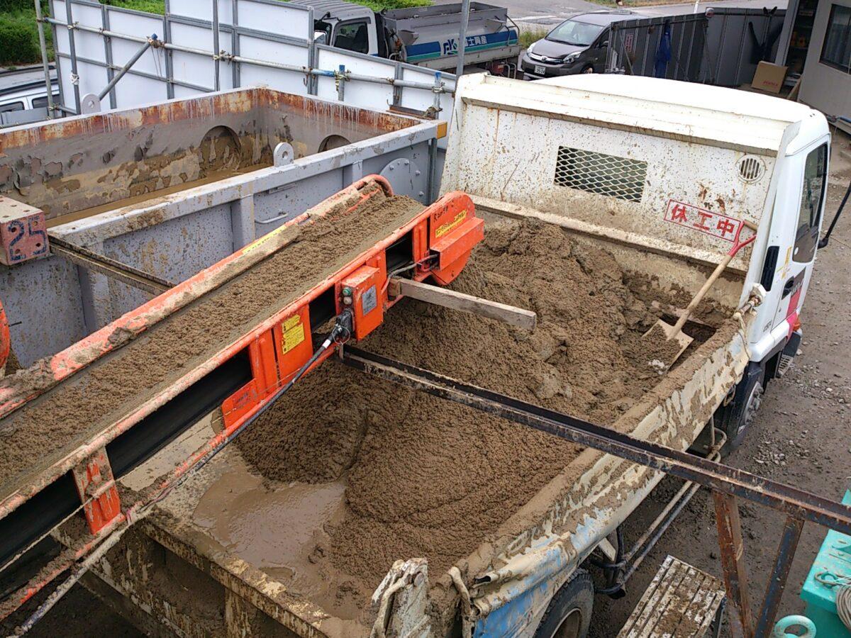 砂分搬出 ダンプトラック